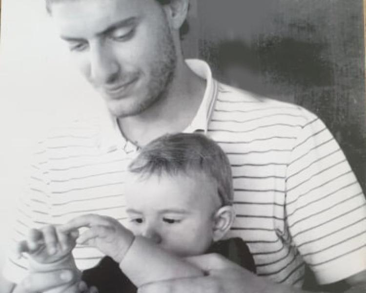 Tienimi la mano, papà